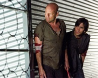 bruce_willis_and_justin_long_plot_their_next_move_in_live_free_or_die_hard.jpg